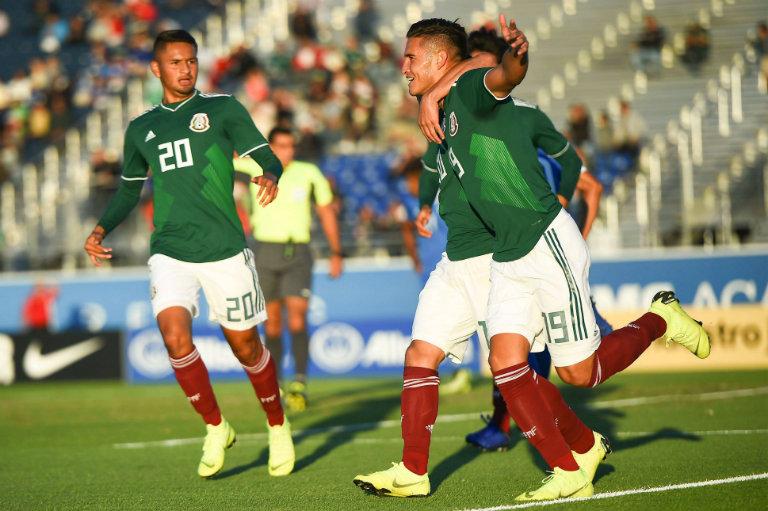 Tri Sub 20 celebra el tanto de Daniel López