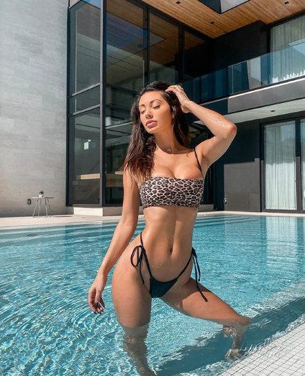 Francesca Farago, canadiense con curvas de infarto