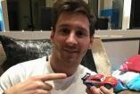 Messi ironiza sobre la falsa noticia con coche de juguete