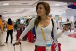 Paola Espinosa en el aeropuerto