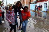 La reportera Lydia Cummings fue cargada en una inundación
