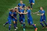 Jugadores de Islandia festejan un gol en la Euro