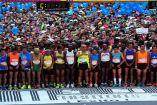Corredores se preparan para la salida en el Maratón de la CDMX