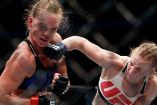 Valentina Shevchenko golpea el rostro de Holly Holm durante el combate