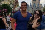 Alberto del Río y Paige, durante un viaje a Walt Disney World