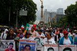 Miles de personas marchan desde el Ángel hacia el Zócalo a dos años del Caso Iguala
