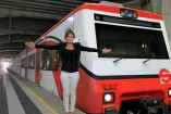 Paola Espinosa, en las instalaciones del Tren Suburbano