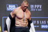 Brock Lesnar, durante el pesaje previo a UFC200