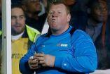 Wayne Shaw disfruta su torta en duelo frente al Arsenal