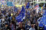 Británicos protestan con banderas y pancartas contra el 'Brexit' en Londres
