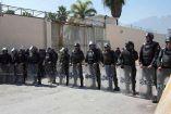 Policías resguardan el penal de Cadereyta