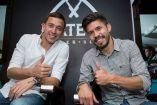 Agustín Marchesín y Oribe Peralta sonríen para la cámara de RÉCORD