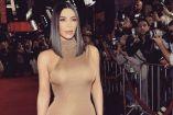 Kim Kardashian luciendo en una alfombra roja