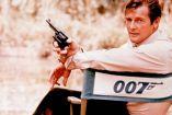 Roger Moore, previo a una escena de James Bond en 1972