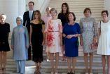 Las primeras damas de la OTAN posan para la foto
