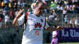 Cuauhtémoc Blanco celebrando uno de sus goles en el juego de leyendas por las víctimas del 19S
