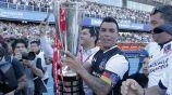 Esteban Paredes levanta el título con el Colo Colo