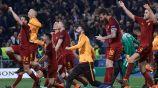 Jugadores de La Roma celebran pase a Semifinales