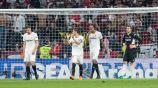 Jugadores del Sevilla tras recibir el segundo gol