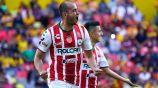 González celebra un gol con Necaxa