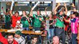 Aficionados del Tri festejan el gol de Lozano frente a Alemania