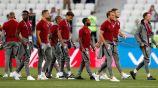 Jugadores de Inglaterra salen a la Arena de Volgogrado a calentar