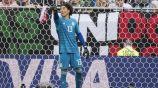 Ochoa da indicaciones a los defensas en partido de la Copa del Mundo