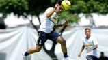 Felipe Mora, durante un entrenamiento con Pumas