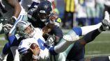 Dak Prescott siendo capturado por los Seahawks