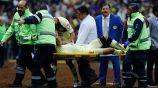 Uribe al salir de la cancha por lesión