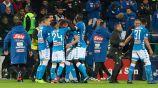 Jugadores del Nápoles celebran gol contra Cagliari
