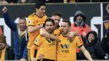 Jugadores de los Wolves festejan un gol frente al Leicester