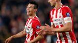 Lozano sonríe durante un juego con el PSV