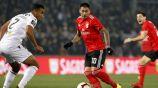 Nicolás Castillo controla el balón en el juego vs Guimarães