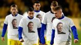 Jugadores del Nantes portan playeras con el rostro de Emiliano Sala