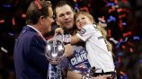 Brady es entrevistado junto a su hija tras ganar el Super Bowl LIII