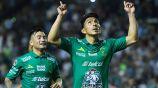 Ángel Mena festeja uno de sus goles