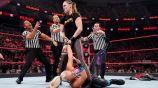 Ronda Rousey intenta aplicar un 'ambar' a Dana Brooke