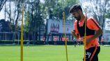 Oribe Peralta en un entrenamiento del América