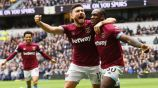 Michail Antonio celebra con Snodgrass su gol vs el Tottenham