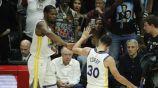 Kevin Durant y Stephen Curry, durante el partido