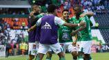 Jugadores de León festejan uno de los goles