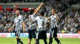 Jugadores de Rayados celebran anotación contra Necaxa