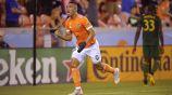 Mauro Manotas festeja un gol con Houston Dynamo