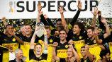 Jugadores del Borussia Dortmund celebran la obtención del título