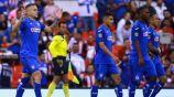 Jugadores de Cruz Azul en el duelo ante Chivas