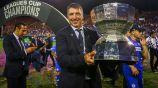 Siboldi presume el trofeo de la Leagues Cup