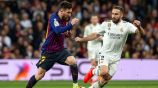 Messi lleva disputa el balón con Dani Carvajal