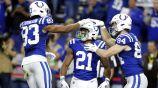 Jugadores de los Colts festejan anotación sobre Jaguars