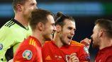 Gareth Bale festeja el triunfo de su equipo sobre Hungría